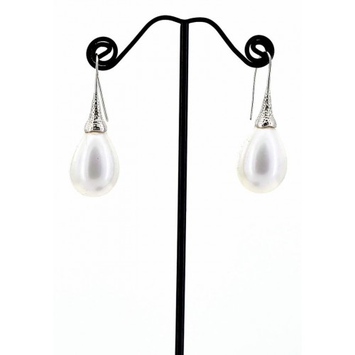 CREAM SHELL TEAR DROP EARRING